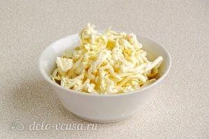 Салат из свеклы с плавленым сыром и чесноком: Плавленый сыр натереть на терке