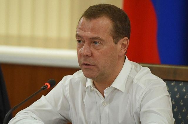 Медведев по телефону обсудил ситуацию в Армении с Карапетяном
