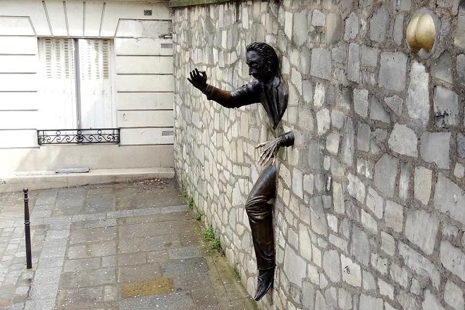 Человек, который мог проходить сквозь стены.