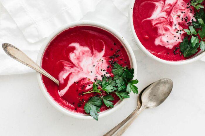 Свекольный суп с кокосовым молоком.  Фото: pinterest.com.