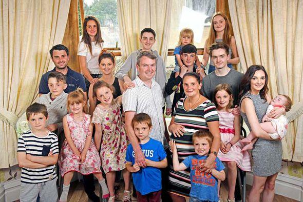 «Остановимся на 20-м ребенке»: в самой большой семье Великобритании родился последний сын