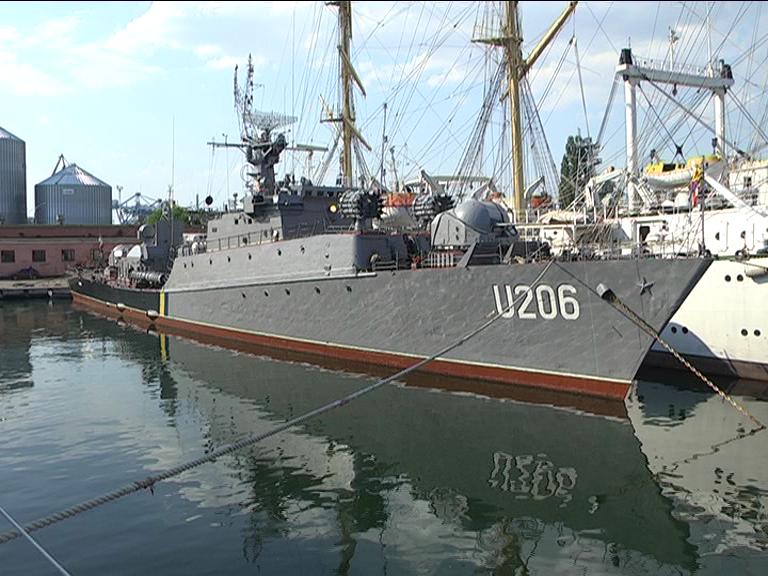 СМИ: Единственный выведенный из Крыма украинский корабль матросы чинят за свой счет