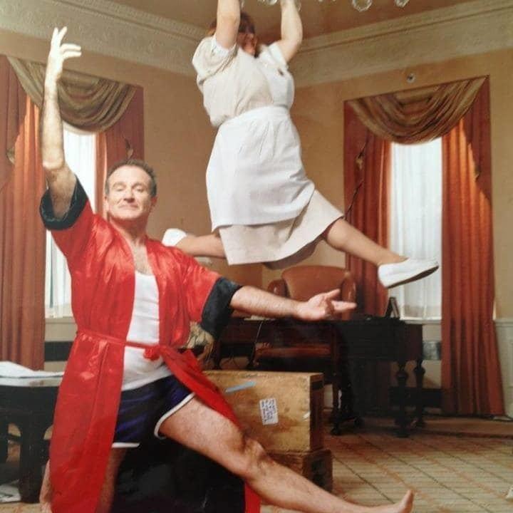 4. Робин Уильмс и его домработница. Уборка явно может быть веселым занятием Забавные фото, забавные фотки, неожиданные, смешные фото, удивительные фото