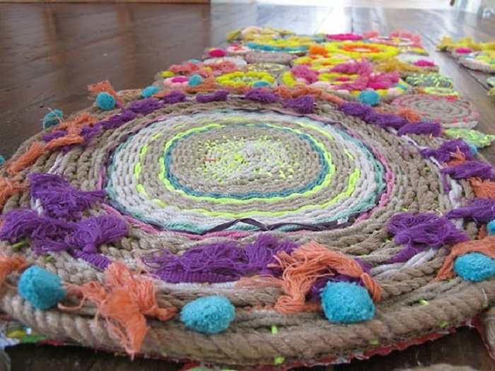 плетеный коврик в стиле бохо