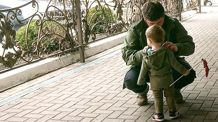 Вот тебе, получи! Ещё сейчас дам!: Отец вывел на чистую воду воспитателей-извергов, избивавших малышей