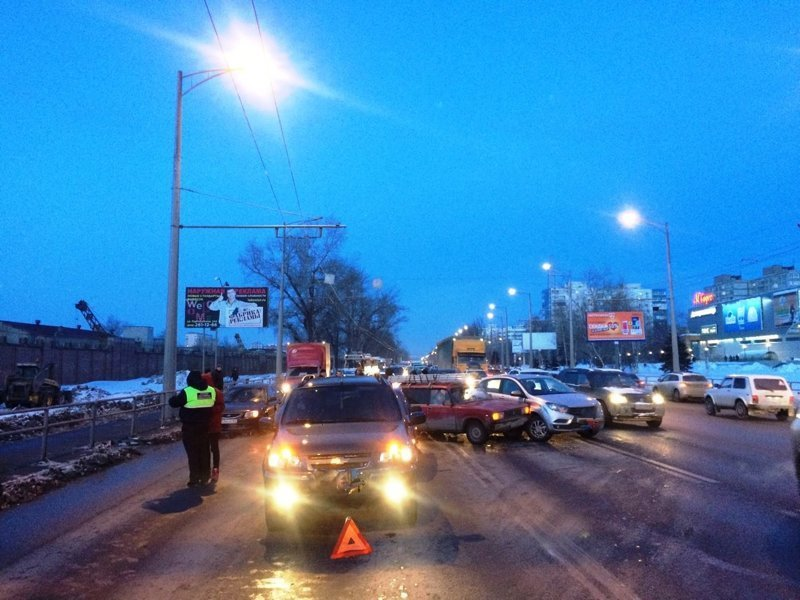 «Коллективное» ДТП с участием 11 машин попало на видео ynews, авария, видео, дтп, новости, пробка, самара