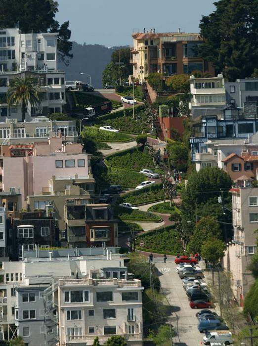 Lombard Street - сама извилистая в мире улица.