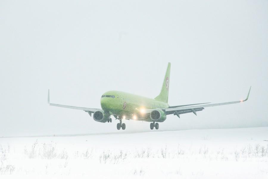 Дрифт самолета S7 в Новосибирске (видео)