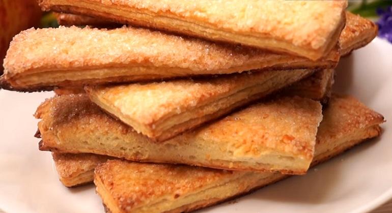 Быстрое слоистое печенье из творога: много не бывает