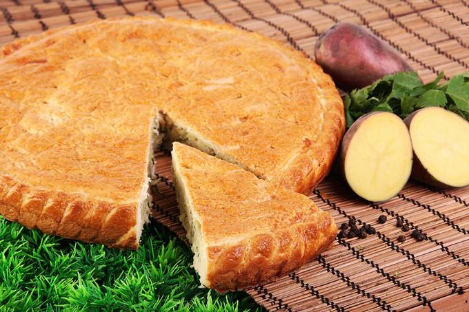 Пирог с картошкой, фаршем и сыром