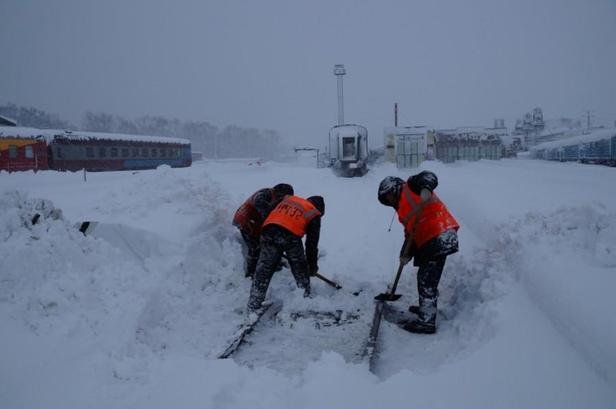 В России, чтобы железные дороги работали, их закидывают трупами