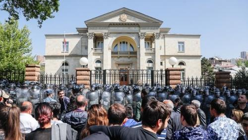 США ударили Россию по Армении