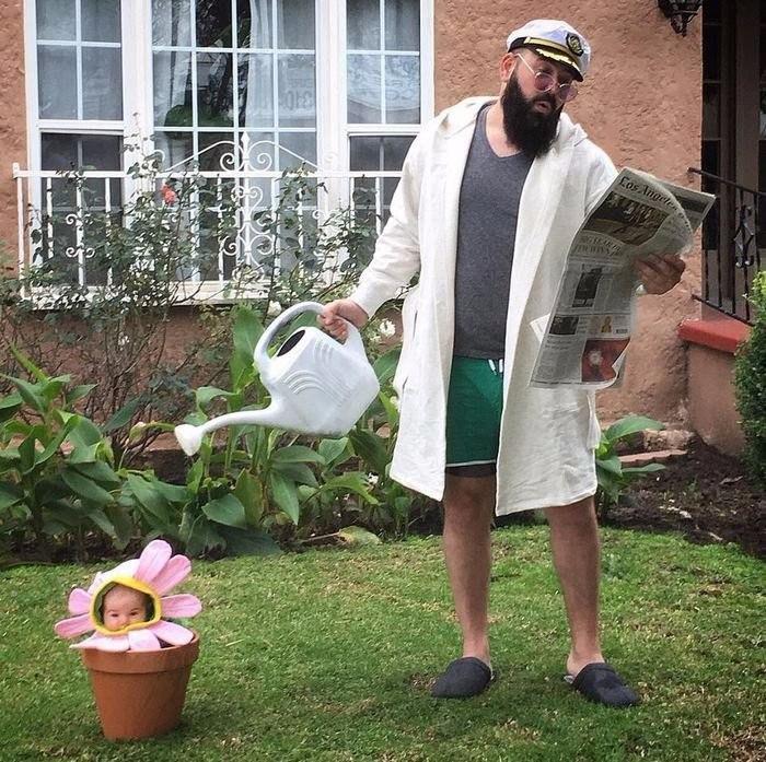 крутой папа, который делает прекрасные фотографии со своей маленькой дочкой
