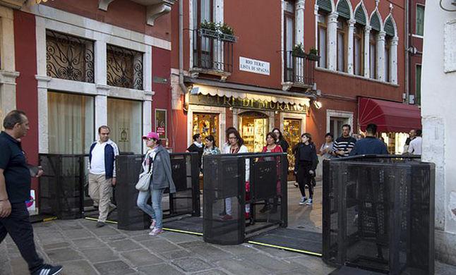 Венеция ограничивает потоки туристов