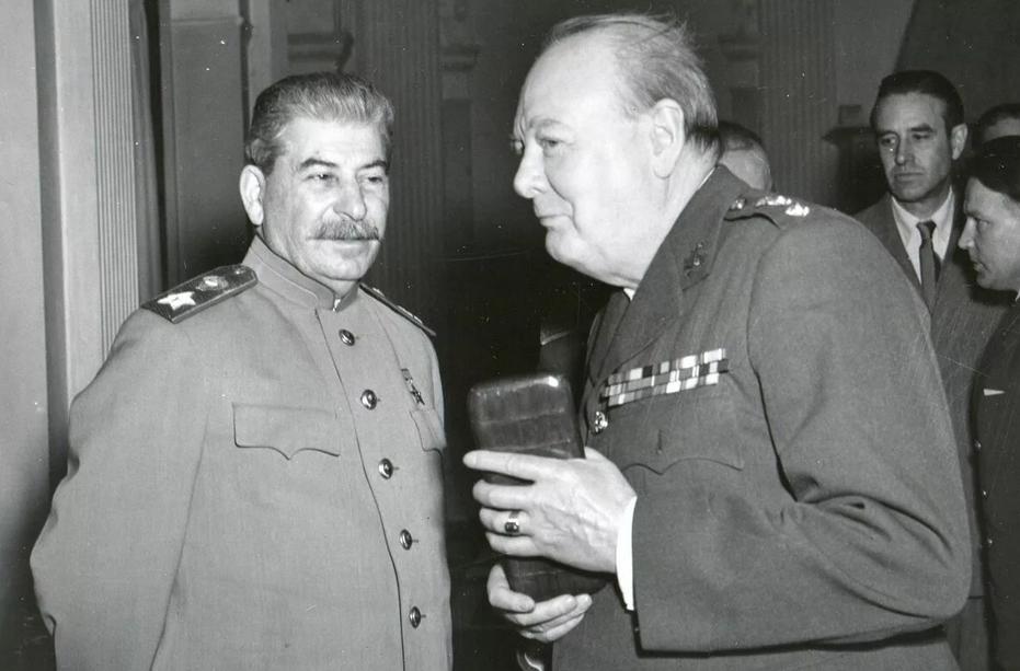 Что будет, если современный смартфон попадет в СССР во времена Сталина ?