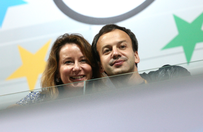 Кто и зачем опубликовал видео с поющими в самолете Дворковичем, Ткачевым и Тимаковой?
