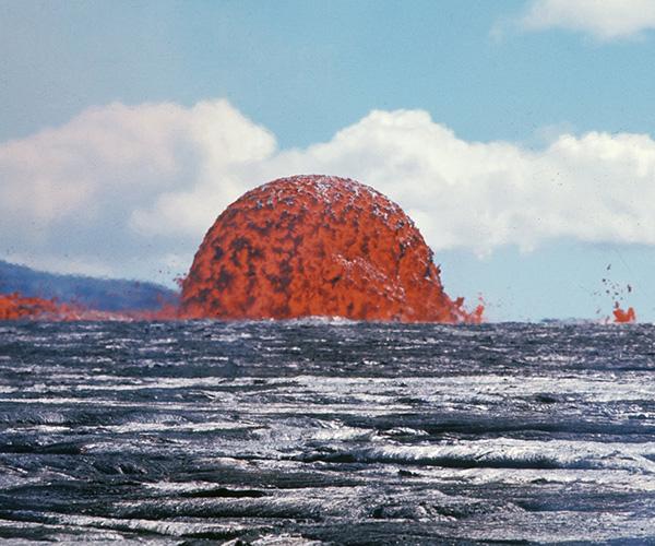 Огненный шар: Этому фото с Гавайских островов уже 49 лет, но кажется, оно оживает!