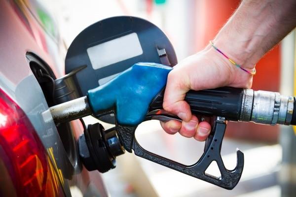 Три нефтяные компании получили предепреждения от ФАС за дефицит бензина