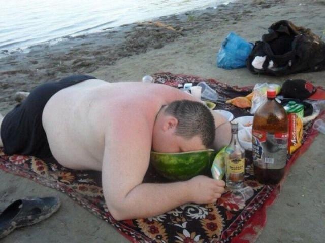 Пьяное быдло на природе.