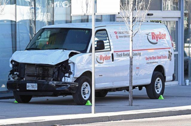 Мужчине, наехавшему на пешеходов в Торонто, предъявили обвинения