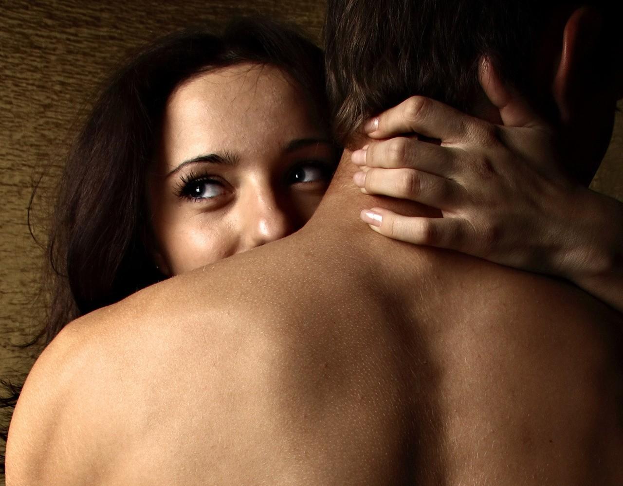 Встретила жену своего бывшего мужа с любовником...Она побелела аж…