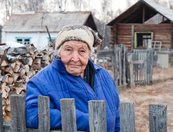 Наглая бабушка соседка.