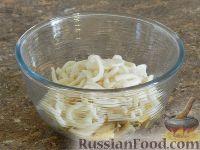 Фото приготовления рецепта: Салат с кальмарами и шампиньонами - шаг №12