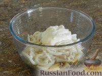 Фото приготовления рецепта: Салат с кальмарами и шампиньонами - шаг №13