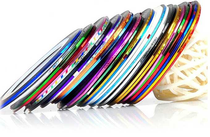 Маникюр с полосками лентами: идеи (фото)