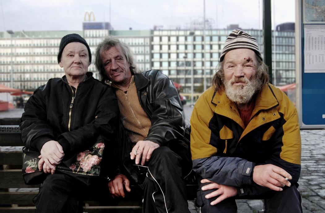 Министр социальной политики Финляндии: Мы дали гражданам деньги, а они их пропили