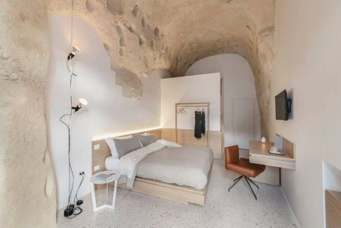 Отель, выбитый в скале, поражает своим комфортом (16 фото)