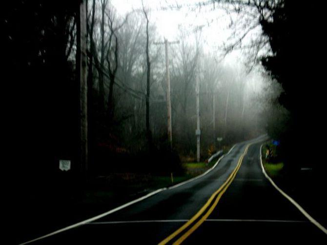 Они увидели посреди дороги окровавленную женщину, которая просила их остановиться. То, что случилось потом, не поддается объяснению!