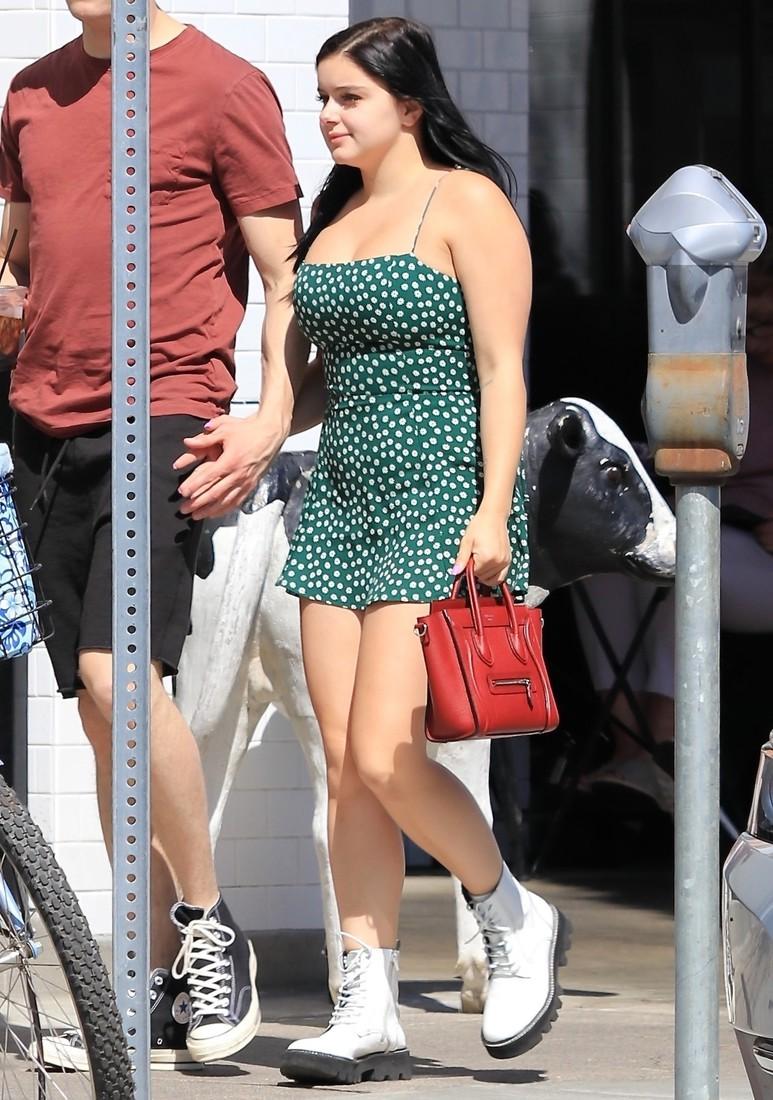 Новая мода: Экстремальное мини-платье выше ягодиц (ФОТО)