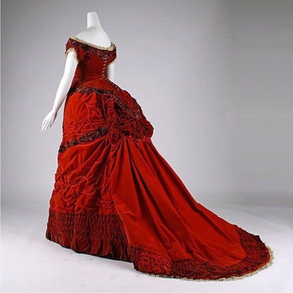 Кто может сшить платье с турнюром