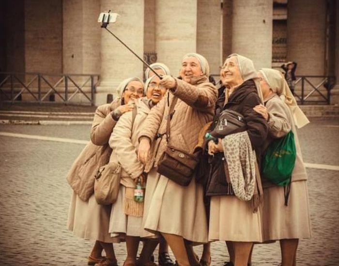Монахини проводят досуг