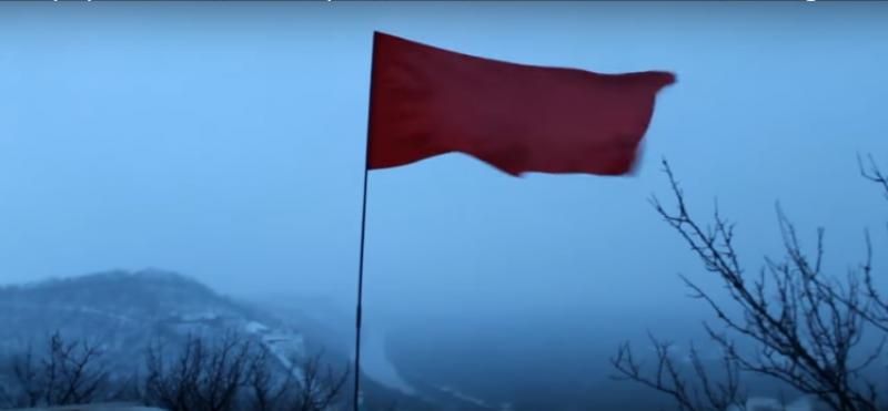 Донбасс непокоренный: над оккупированным Святогорском 23 февраля взвилось Знамя Победы