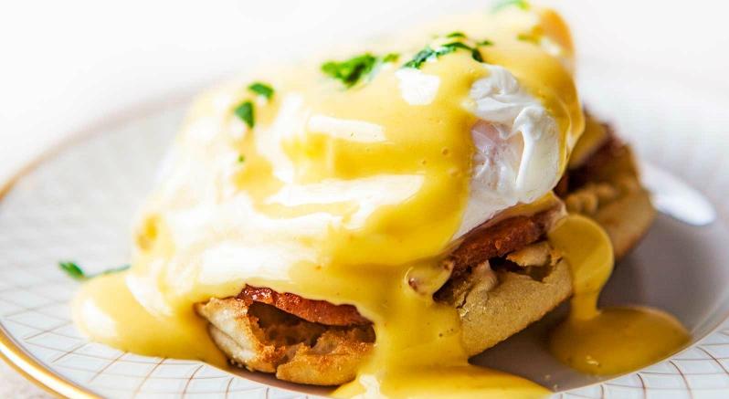 Яйца Бенедикт на завтрак: интереснее, чем быстрая овсянка или бутерброды