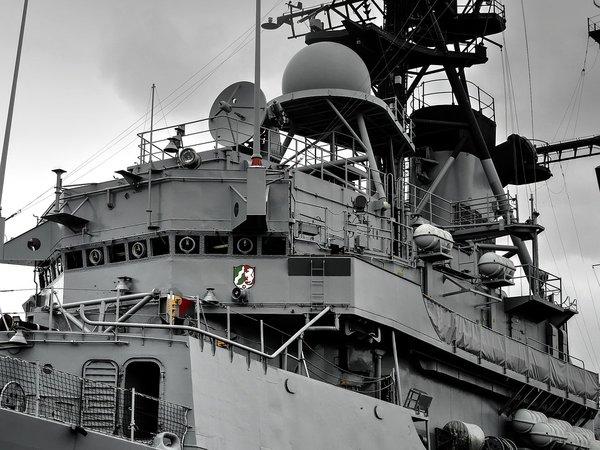 """""""Хладнокровие, пугающее Штаты"""": эксперт про встречу ВМС США с истребителями России у берегов Сирии"""