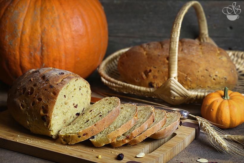 Тыквенный хлеб с клюквой
