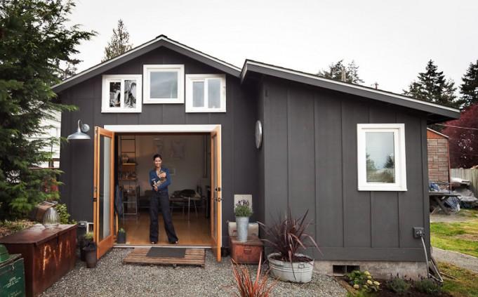 Старый гараж превратился в уютный домик