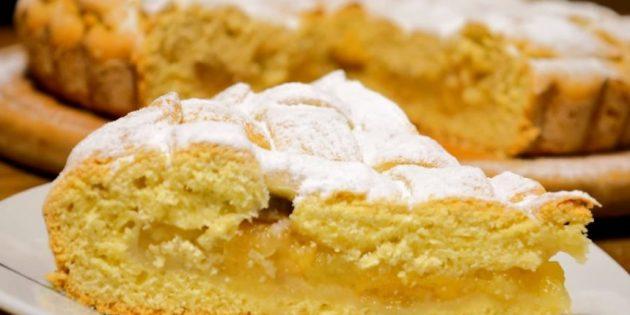 Сметанный пирог с яблоками и бананом