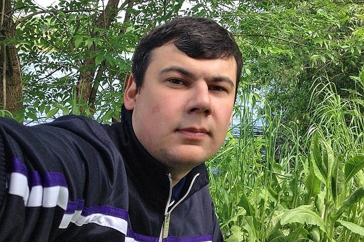"""""""Бесы, поубиваю"""": мужчина с ножом напал на священников в московском храме"""