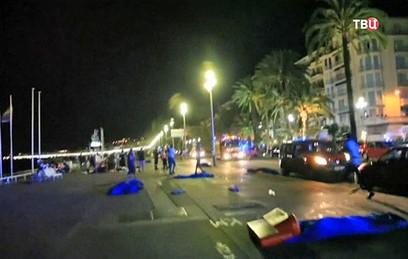 Во Франции продлили режим чрезвычайного положения