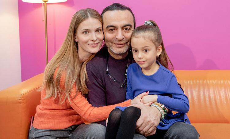 Светлана Иванова и Джаник Файзиев впервые показали дочь Полину