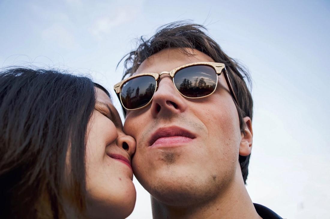 В койке мужчины хотят видеть, прежде всего, классные сиськи, классные задницы и умелые рты, а не положительные качества характера. ...
