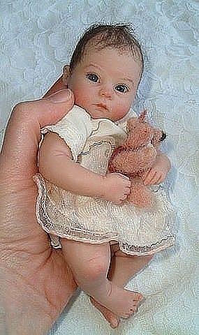Это куколки из полимерной глины. Оцените мастерство автора !!!