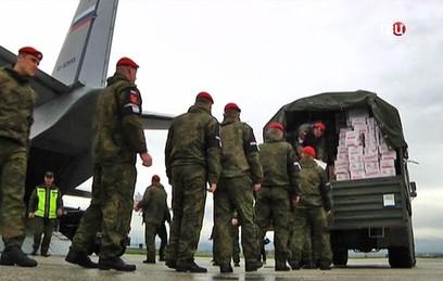 Российские самолеты доставили сирийским детям подарки к Рождеству