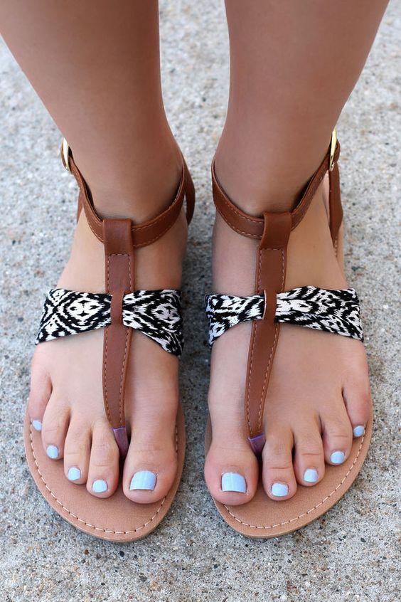 Восхитительно стильные варианты летних босоножек без каблука 2017