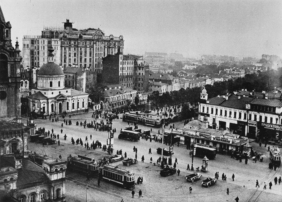 Наверное, немногие узнают, какое место в Москве здесь изображено. Дом Нирнзее.