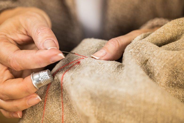 Как быстро продеть нитку в иголку?
